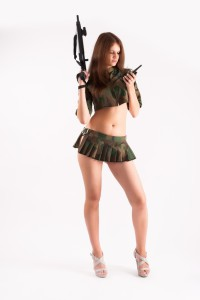 Sexy Gogos im Army Outfit
